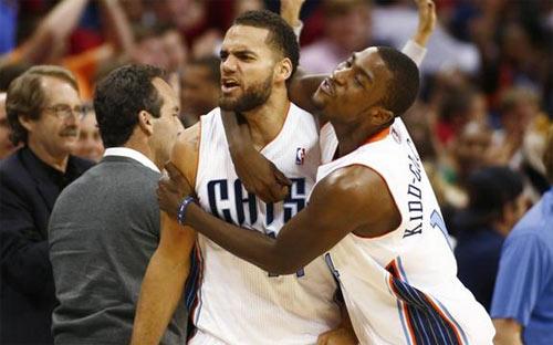 Hành hung bạn gái, sao bóng rổ NBA gặp họa lớn - 1