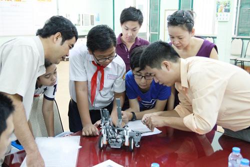 6 học sinh Việt tranh tài tại Olympic Robot Thế Giới - 6