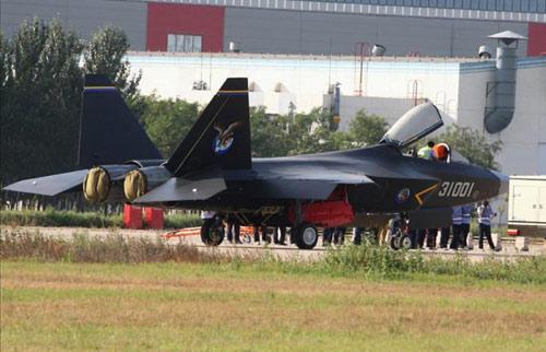 """""""Siêu chiến đấu cơ"""" J-31 của Trung Quốc bị chê tơi tả - 1"""
