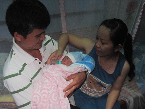 Đắk Lắk: Bé gái mới sinh bị bỏ rơi trên rẫy cà phê - 2