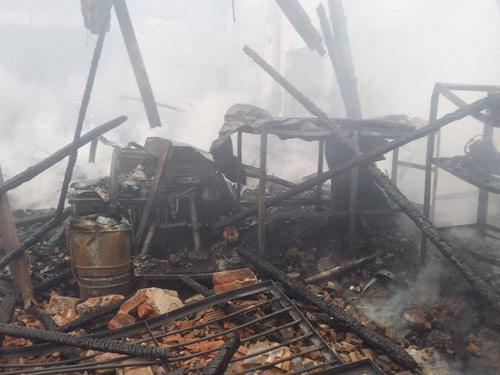 HN: Cháy lớn tại kho chứa gỗ trên phố Pháo Đài Láng - 8