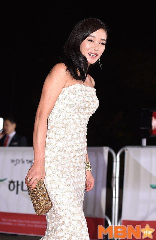 Kiều nữ Hàn khoe vẻ đẹp mướt mắt công chúng - 19