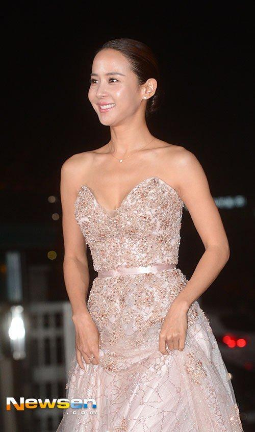 Kiều nữ Hàn khoe vẻ đẹp mướt mắt công chúng - 8