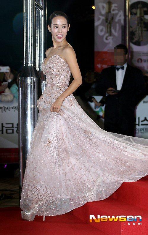 Kiều nữ Hàn khoe vẻ đẹp mướt mắt công chúng - 10