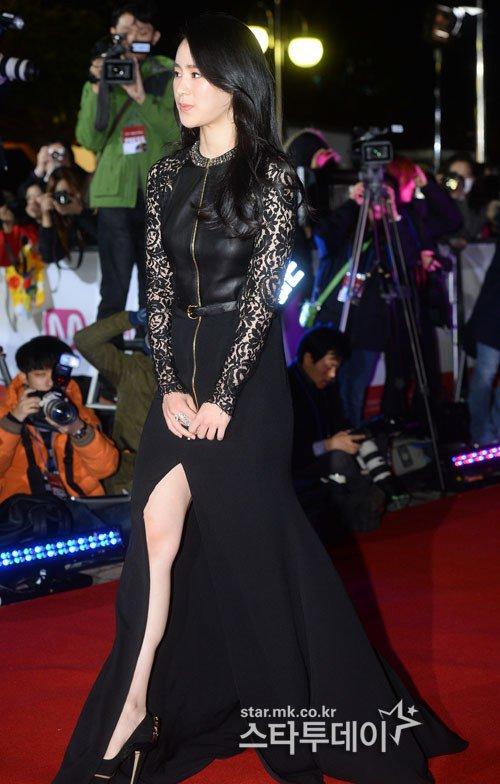 Kiều nữ Hàn khoe vẻ đẹp mướt mắt công chúng - 16