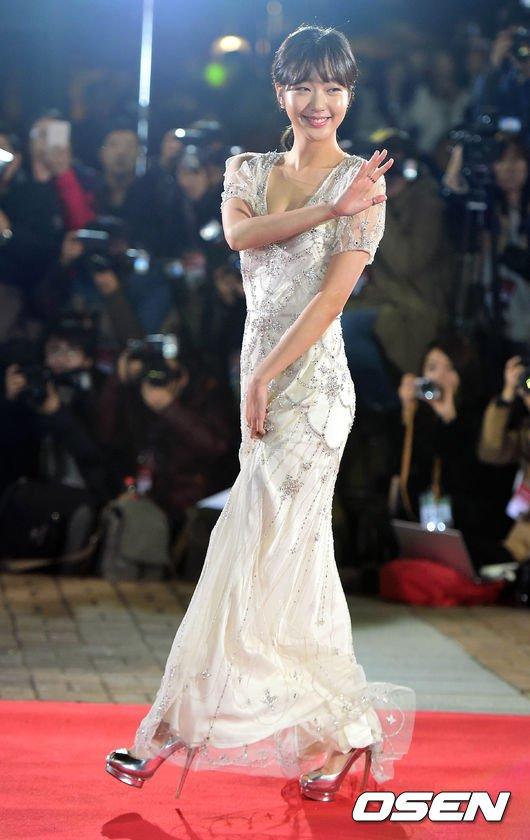 Kiều nữ Hàn khoe vẻ đẹp mướt mắt công chúng - 17