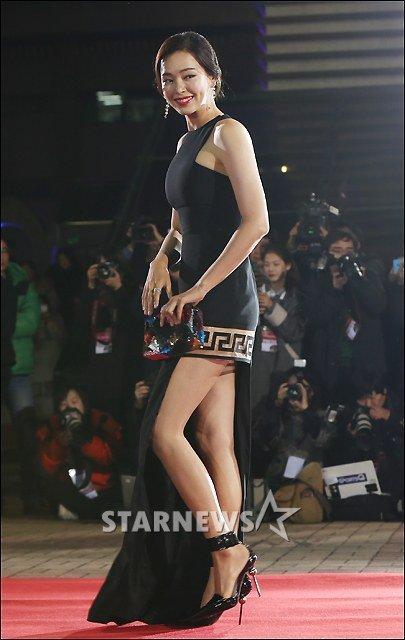 Kiều nữ Hàn khoe vẻ đẹp mướt mắt công chúng - 12