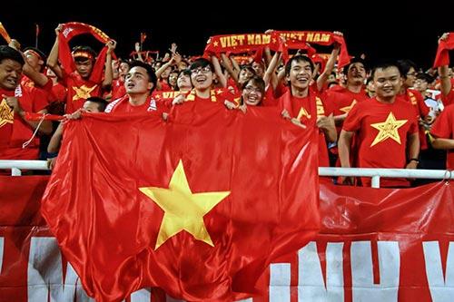 Công Phượng, Đông Triều hết mình cổ vũ ĐT Việt Nam - 2