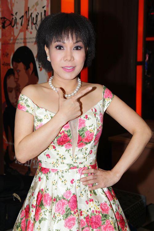 Việt Hương khoe tóc mới, đọ dáng cùng Phi Thanh Vân - 3