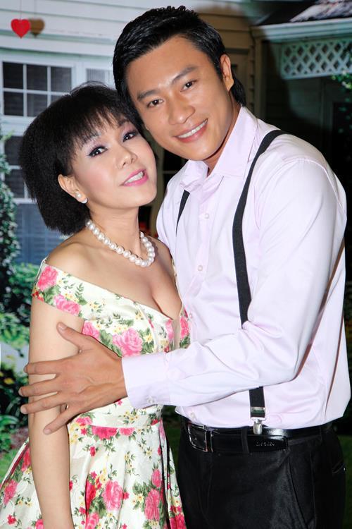Việt Hương khoe tóc mới, đọ dáng cùng Phi Thanh Vân - 4