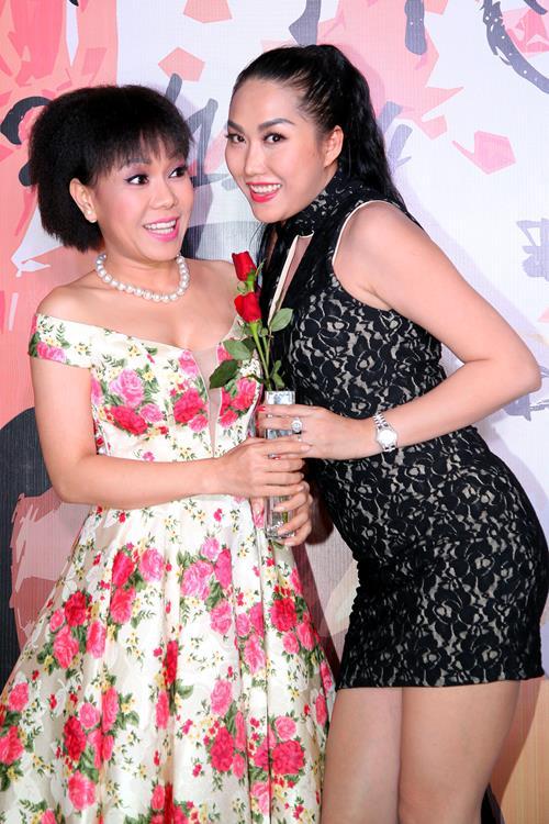 Việt Hương khoe tóc mới, đọ dáng cùng Phi Thanh Vân - 1