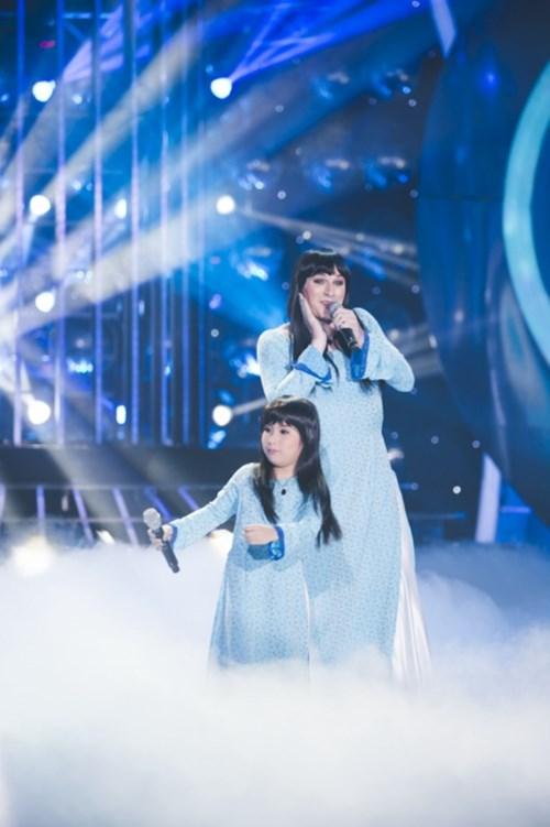Bé gái lai Hàn khoe giọng cao vút khi bắt chước Ánh Tuyết - 1