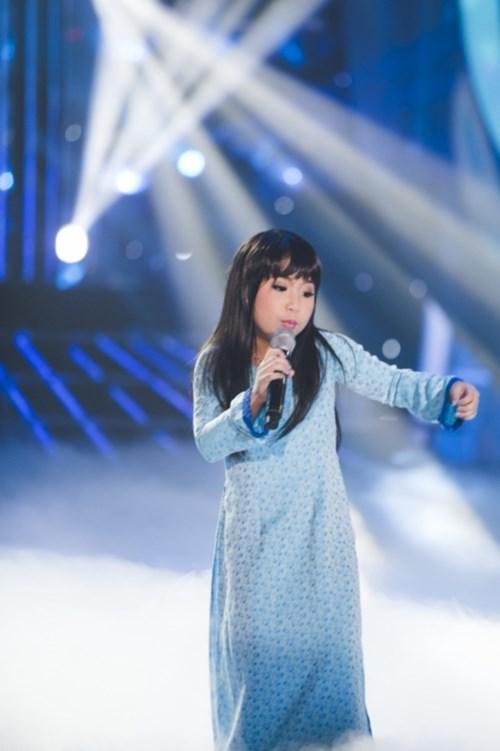 Bé gái lai Hàn khoe giọng cao vút khi bắt chước Ánh Tuyết - 2