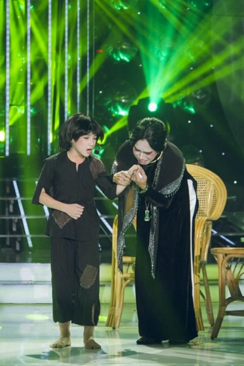 Bé gái lai Hàn khoe giọng cao vút khi bắt chước Ánh Tuyết - 5