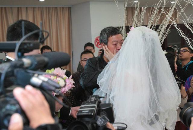 Rơi nước mắt đám cưới của cô dâu mắc bạo bệnh - 4
