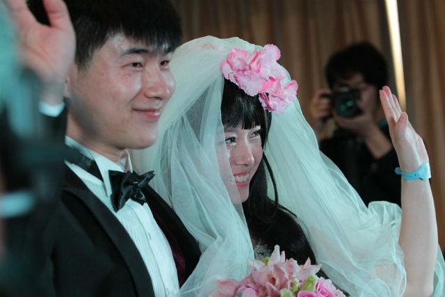 Rơi nước mắt đám cưới của cô dâu mắc bạo bệnh - 1