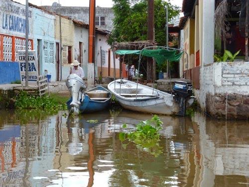 Ghé thăm ngôi làng trên hòn đảo nhân tạo ở Mexico - 8