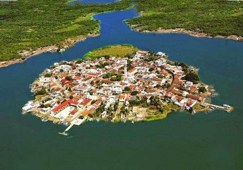 Ghé thăm ngôi làng trên hòn đảo nhân tạo ở Mexico - 2