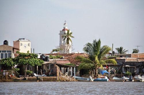 Ghé thăm ngôi làng trên hòn đảo nhân tạo ở Mexico - 6