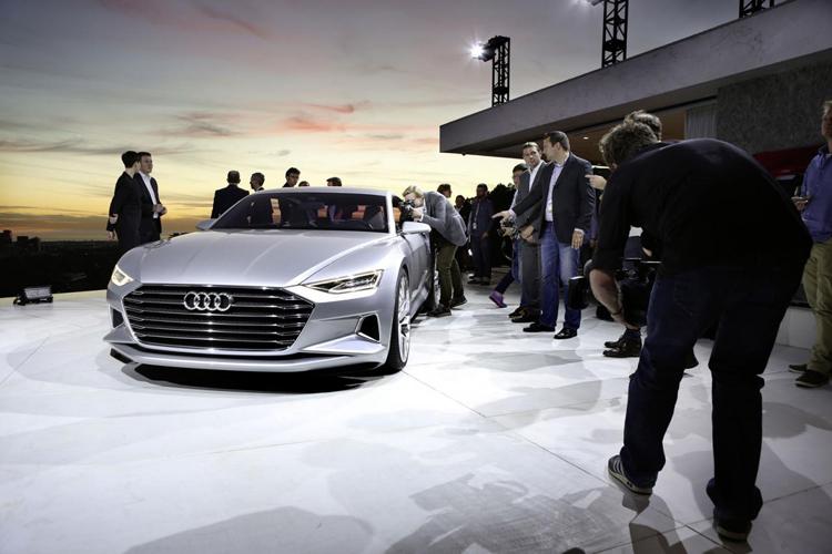 Hãng xe Đức vừa ra mắt Triển lãm Los Angeles 2014 mẫu xe concept Prologue hoàn toàn mới. Có thể nói, đây là một trong những mẫu xe được nhiều người trông đợi nhất tại triển lãm Los Angeles năm nay.