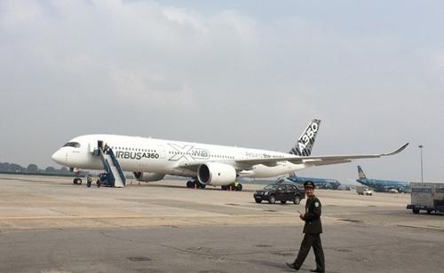 Máy bay A350 XWB-900 lần đầu tiên trình diễn ở VN - 1
