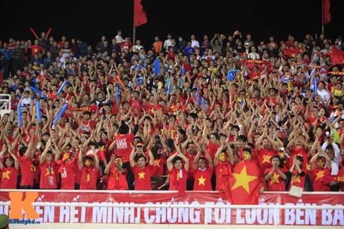 Sân Mỹ Đình: CĐV rực lửa cổ vũ tuyển Việt Nam - 9