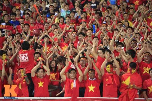 Sân Mỹ Đình: CĐV rực lửa cổ vũ tuyển Việt Nam - 10
