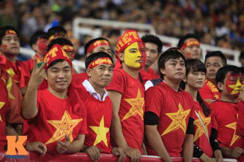 Sân Mỹ Đình: CĐV rực lửa cổ vũ tuyển Việt Nam - 11