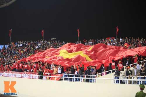 Sân Mỹ Đình: CĐV rực lửa cổ vũ tuyển Việt Nam - 5