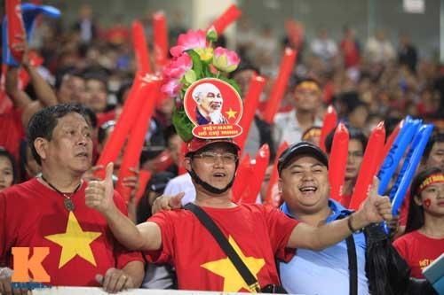 Sân Mỹ Đình: CĐV rực lửa cổ vũ tuyển Việt Nam - 8