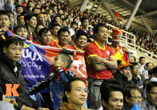 Fan cổ vũ cuồng nhiệt ngày ĐT Việt Nam xuất trận - 10