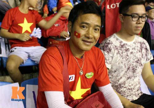 Fan cổ vũ cuồng nhiệt ngày ĐT Việt Nam xuất trận - 13