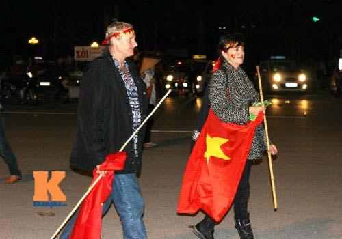 Fan cổ vũ cuồng nhiệt ngày ĐT Việt Nam xuất trận - 6