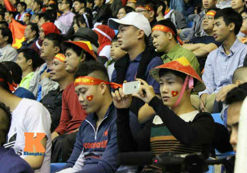 Fan cổ vũ cuồng nhiệt ngày ĐT Việt Nam xuất trận - 9