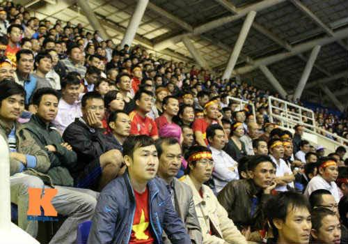 Fan cổ vũ cuồng nhiệt ngày ĐT Việt Nam xuất trận - 7