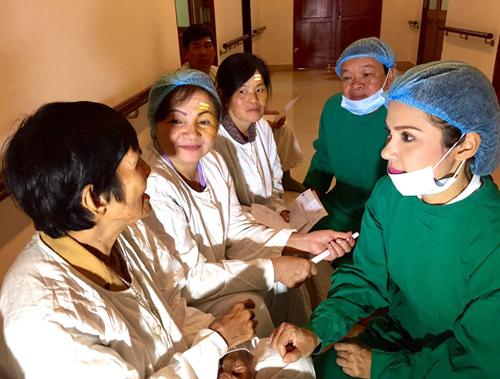 Việt Trinh hết lòng làm từ thiện nhân dịp sinh nhật - 1