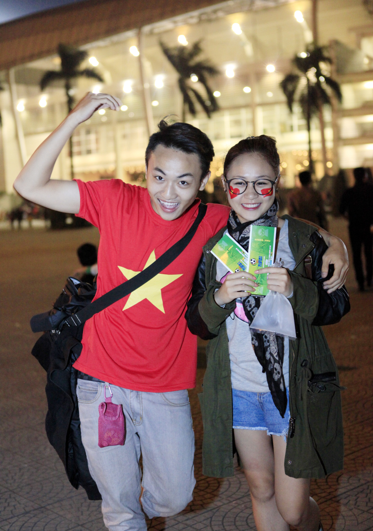 Căp đôi Mạnh Tiến - Thiện Thanh đến khá sớm để cổ vũ cho đội tuyển Việt Nam