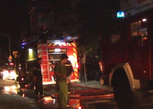TP.HCM: Cháy nhà, một người bị ngạt khói nhập viện - 1