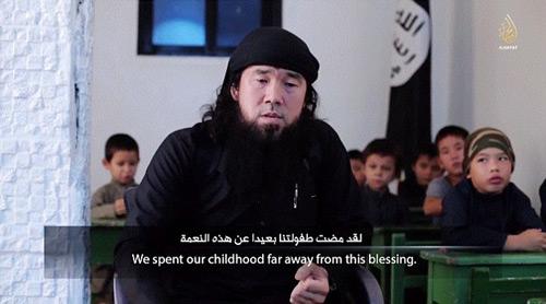 IS tung video huấn luyện trẻ em chiến đấu - 1
