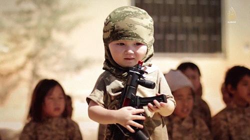IS tung video huấn luyện trẻ em chiến đấu - 4