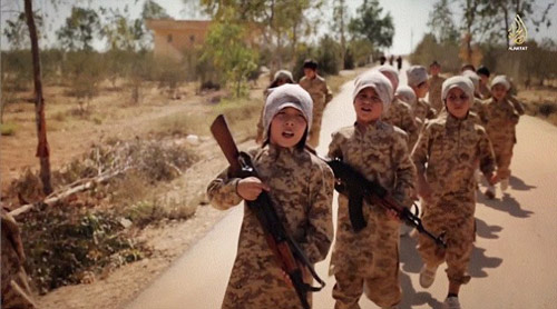 IS tung video huấn luyện trẻ em chiến đấu - 6