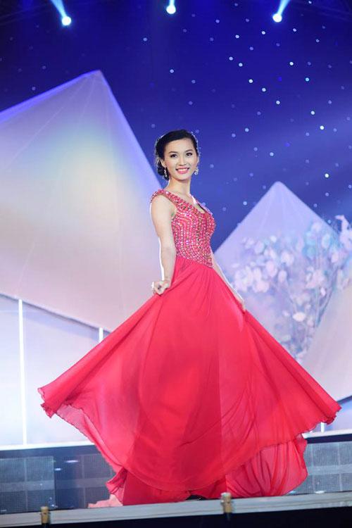 """Ứng viên Hoa hậu VN bị nghi """"dao kéo"""" bỏ thi - 3"""