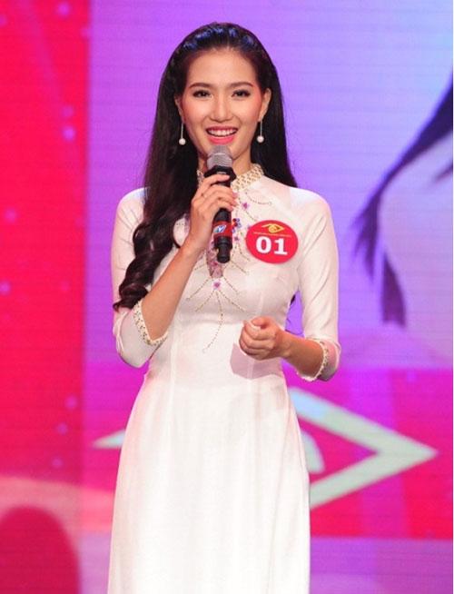 """Ứng viên Hoa hậu VN bị nghi """"dao kéo"""" bỏ thi - 1"""