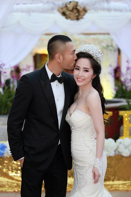 Doãn Tuấn tình tứ ôm hôn Quỳnh Nga tại lễ cưới - 2