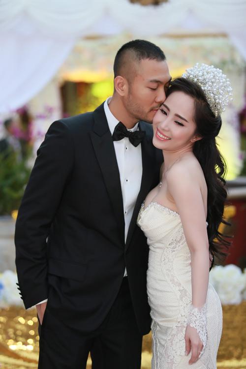Doãn Tuấn tình tứ ôm hôn Quỳnh Nga tại lễ cưới - 3