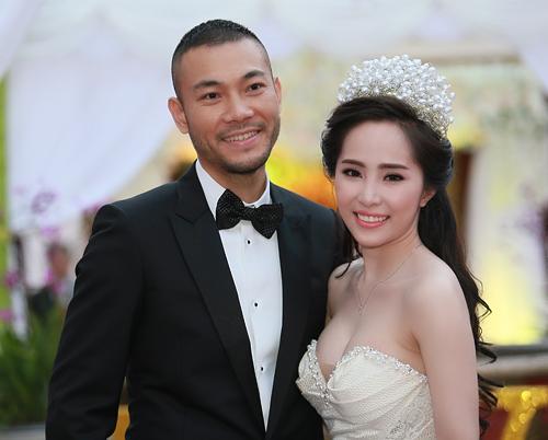 Doãn Tuấn tình tứ ôm hôn Quỳnh Nga tại lễ cưới - 4
