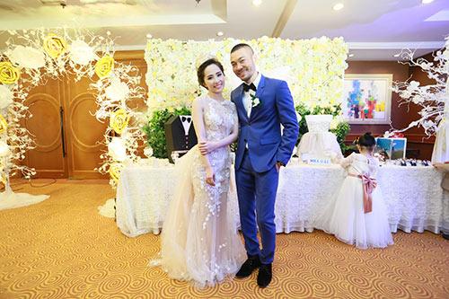 Doãn Tuấn tình tứ ôm hôn Quỳnh Nga tại lễ cưới - 5