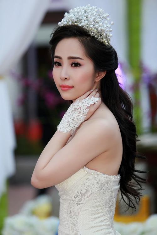 Doãn Tuấn tình tứ ôm hôn Quỳnh Nga tại lễ cưới - 6