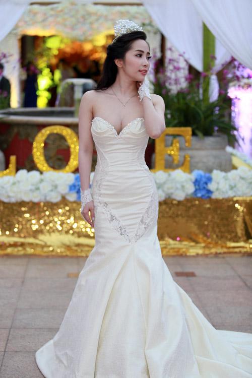 Doãn Tuấn tình tứ ôm hôn Quỳnh Nga tại lễ cưới - 7