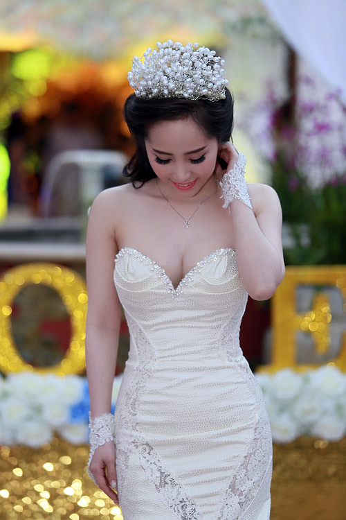 Doãn Tuấn tình tứ ôm hôn Quỳnh Nga tại lễ cưới - 8